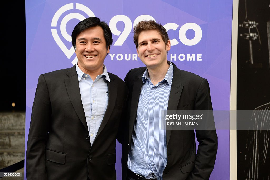 Facebook co-founder Eduardo Saverin (L) and Darius Cheung (R) co-founder of BillPin and CEO co-founder of McAfee-acquired tenCube pose for photographs at the 99.co second Anniversary and 99PRO launch in Singapore on May 26, 2016. / AFP / ROSLAN