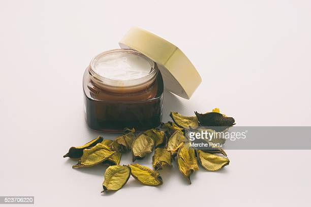 Facial cream of plant extracts