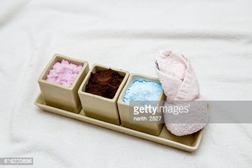 facial cream, powder with towel, spa concept : Stock-Foto