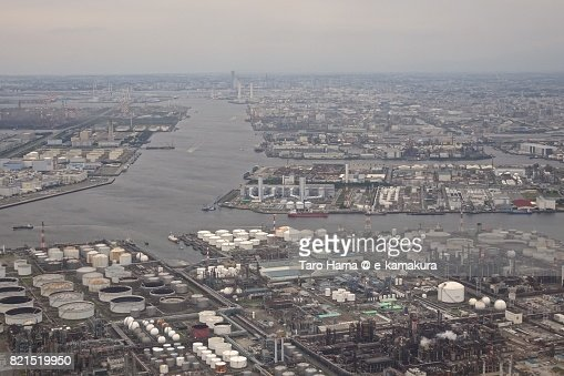 Factory area in Kawasaki city in Kanagawa prefecture daytime aerial view from airplane : ストックフォト