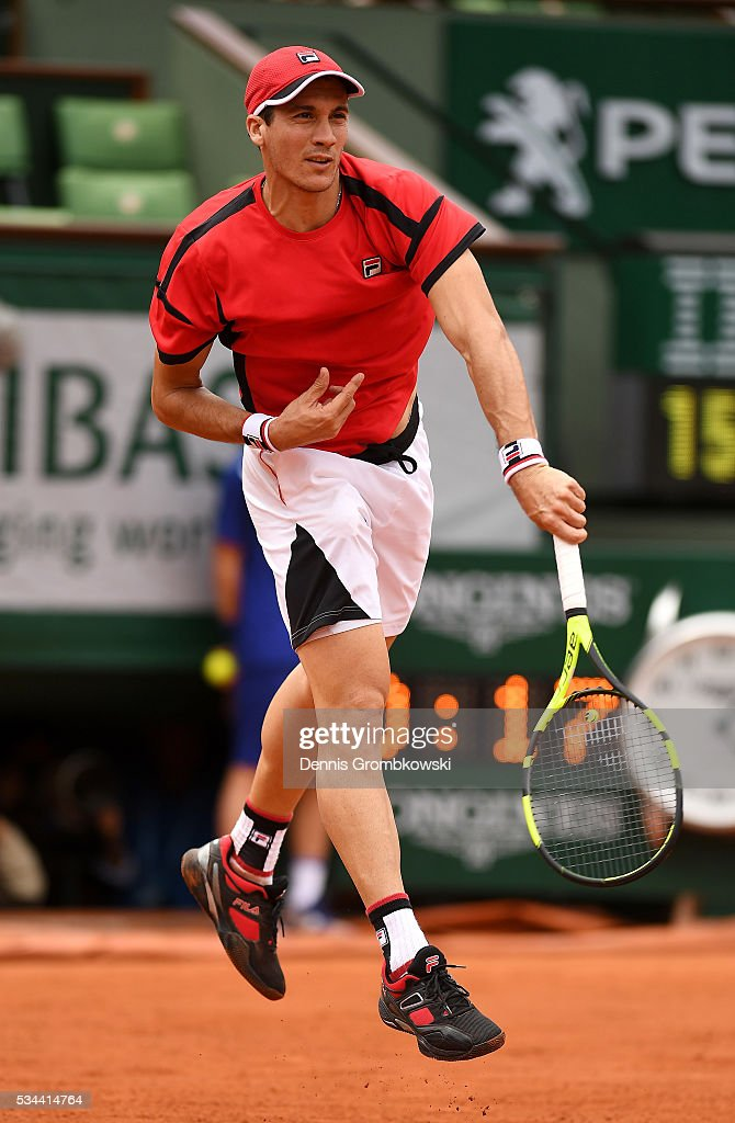 <a gi-track='captionPersonalityLinkClicked' href=/galleries/search?phrase=Facundo+Bagnis&family=editorial&specificpeople=7791777 ng-click='$event.stopPropagation()'>Facundo Bagnis</a> of Argentina serves during the Men's Singles second round match against Rafael Nadal of Spain on day five of the 2016 French Open at Roland Garros on May 26, 2016 in Paris, France.