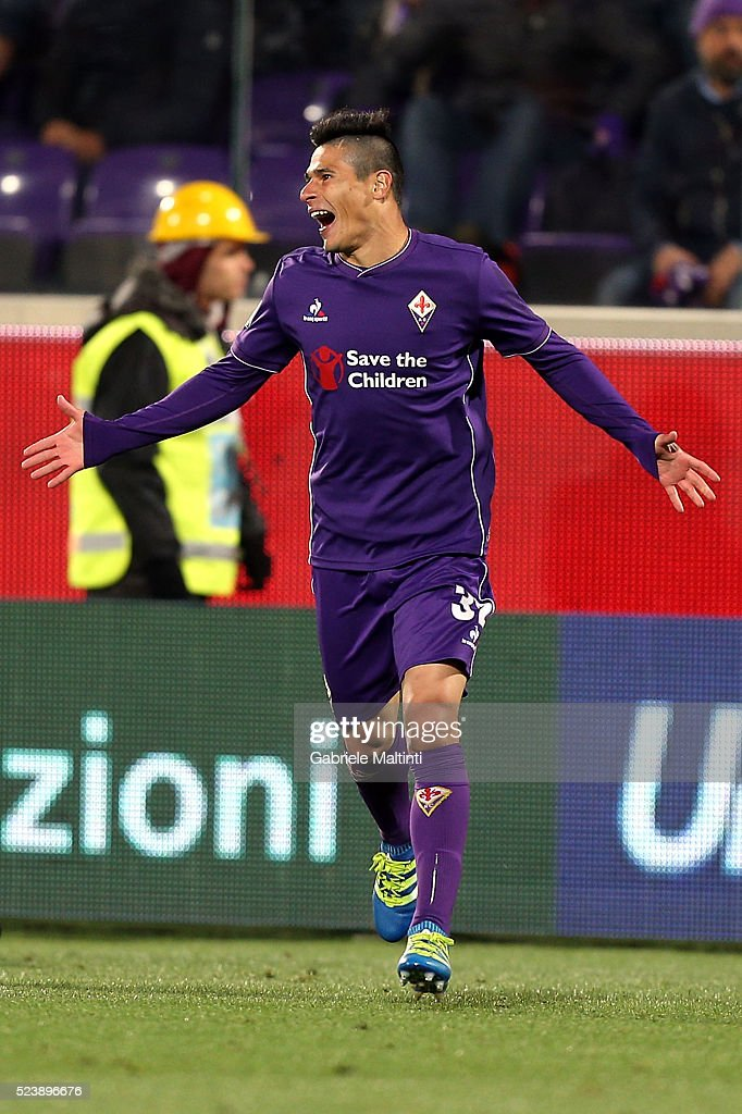 Facundo Roncaglia of ACF Fiorentina reacts during the Serie A match between ACF Fiorentina and Juventus FC at Stadio Artemio Franchi on April 24, 2016 in Florence, Italy.