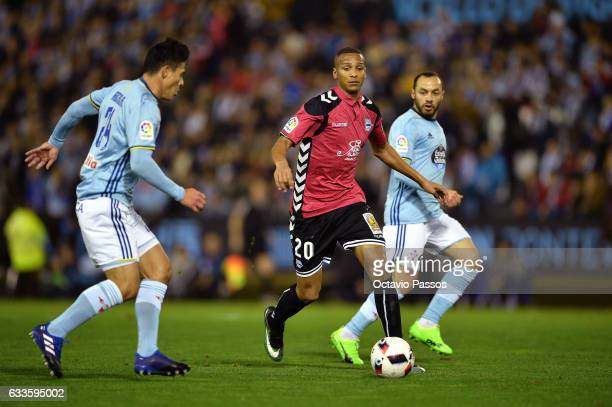 Facundo Roncaglia of Celta de Vigo competes for the ball with Deyverson of Alaves during the Copa del Rey semifinal first leg match between Real Club...