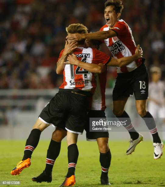 Facundo Sanchez of Estudiantes celebrates with teammates after scoring the first goal of his team during a match between Independiente and Atletico...
