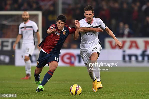 Facundo Sebastian Roncaglia of Genoa CFC competes with Franco Vazquez of US Citta di Palermo during the Serie A match between Genoa CFC and US Citta...