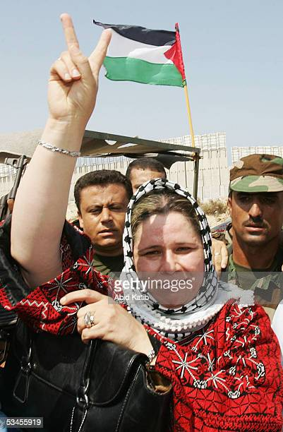 Fadwa Barghouti wife of jailed Palestinian uprising leader Marwan Barghouti flashes the Vsign upon her arrival at the ElTufah checkpoint near the...