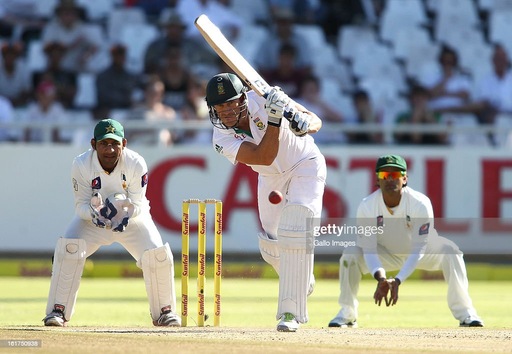 Faf du Plessis of South Africa drives a delivery during day 2 of the 2nd Sunfoil Test match between South Africa and Pakistan at Sahara Park Newlands on February 15, 2013 in Cape Town, South Africa.