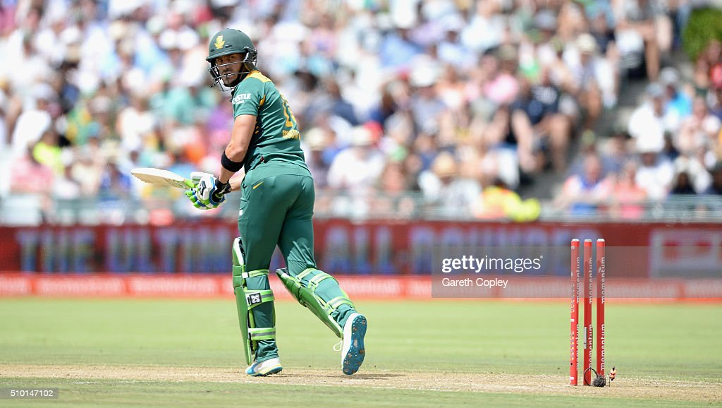 Faf du Plessis of South Africa is bowled by Reece Topley of England during the 5th Momentum ODI match between South Africa and England at Newlands Stadium on February 14, 2016 in Cape Town, South Africa.