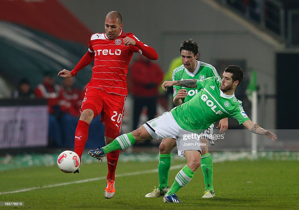 <a gi-track='captionPersonalityLinkClicked' href=/galleries/search?phrase=Fagner&family=editorial&specificpeople=6872878 ng-click='$event.stopPropagation()'>Fagner</a> (R) of Wolfsburg and Dani Schahin of Duesseldorf compete for the ball during the Bundesliga match between VfL Wolfsburg and Fortuna Duesseldorf 1895 at Volkswagen Arena on March 15, 2013 in Wolfsburg, Germany.