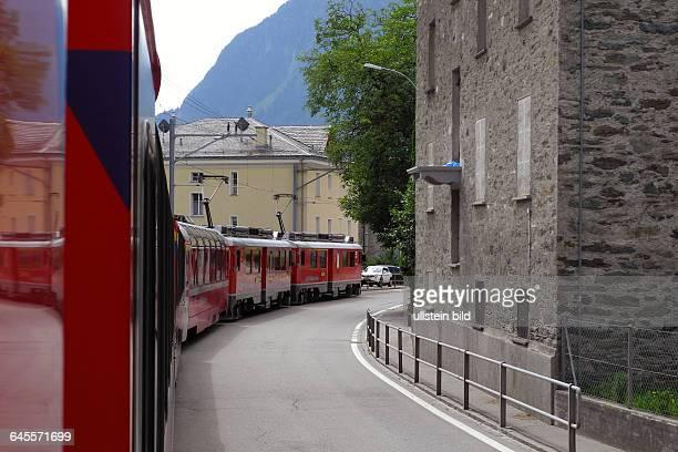 Fahrt mit Original BerninaExpress Hier bei Campocologno Fahrt durch die Stadt wie eine Strassenbahn