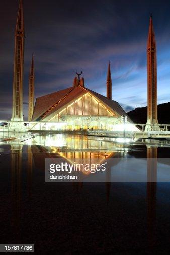 Roi Fayçal Mosquée au Pakistan au crépuscule