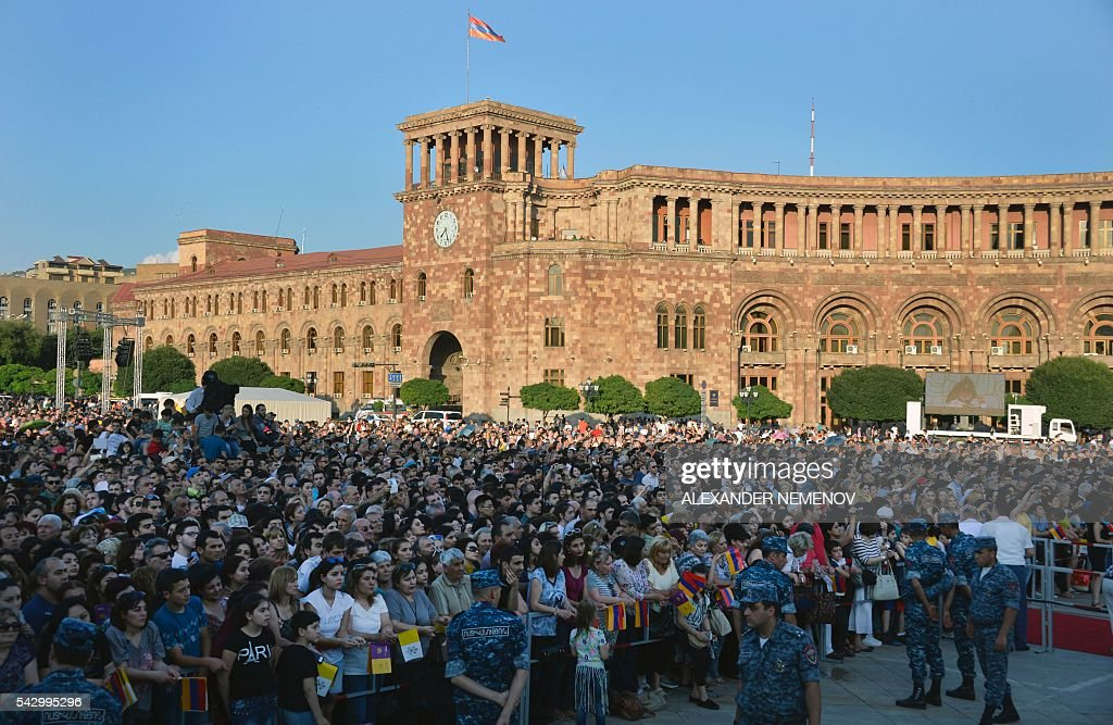 Faithful listen as Pope Francis and Catholicos of All Armenians Karekin II lead an ecumenical meeting and a prayer for peace in Yerevan's Republic Square on June 25, 2016. / AFP / ALEXANDER