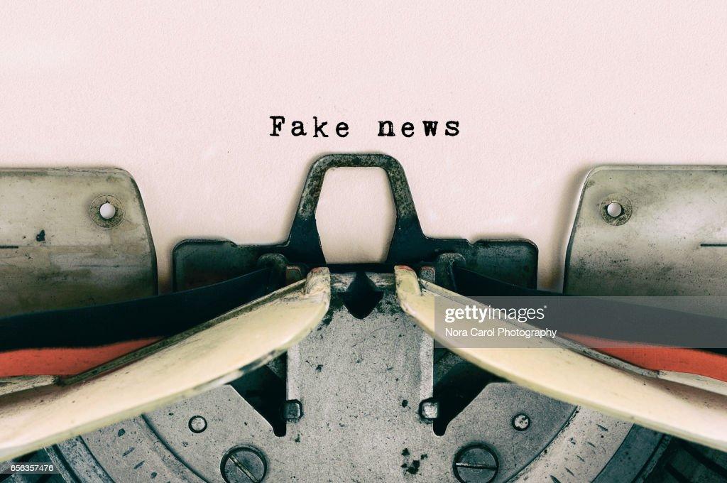 Fake News type on Vintage Typewriter : Stock-Foto