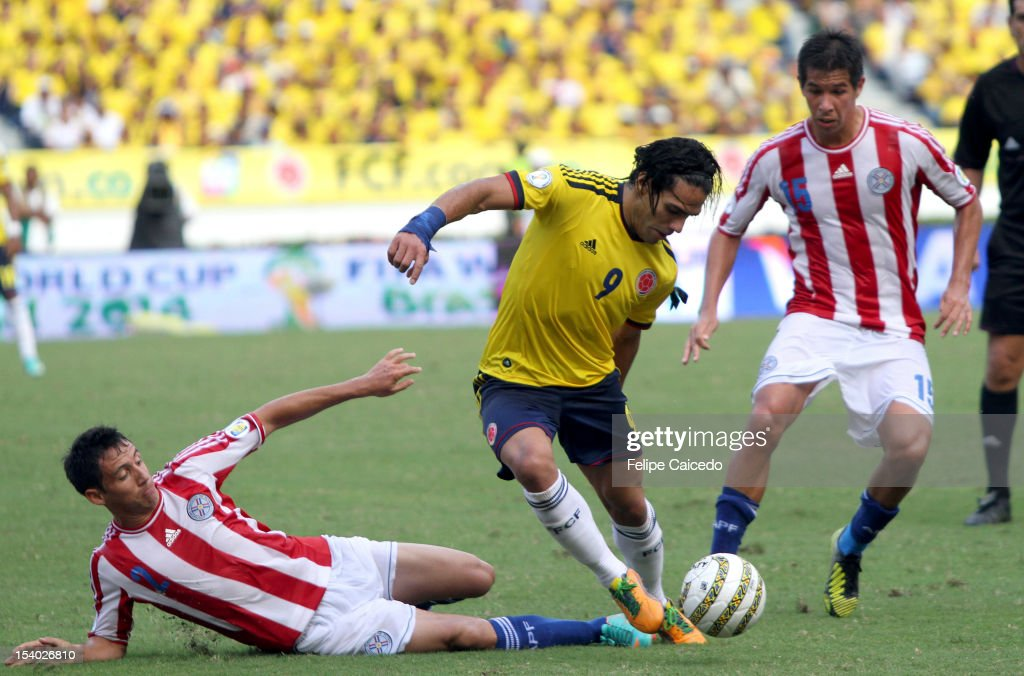 Falcao Garcia (C) of Colombia fights for the ball with <a gi-track='captionPersonalityLinkClicked' href=/galleries/search?phrase=Ivan+Piris&family=editorial&specificpeople=5348316 ng-click='$event.stopPropagation()'>Ivan Piris</a> (L) and Victor Caceres (R) of Paraguayduring a match between Colombia and Paraguay as part of the South American Qualifiers for the FIFA Brazil 2014 World Cup at the Estadio Metropolitano Roberto Meléndez on October 12, 2012 in Barranquilla, Colombia.