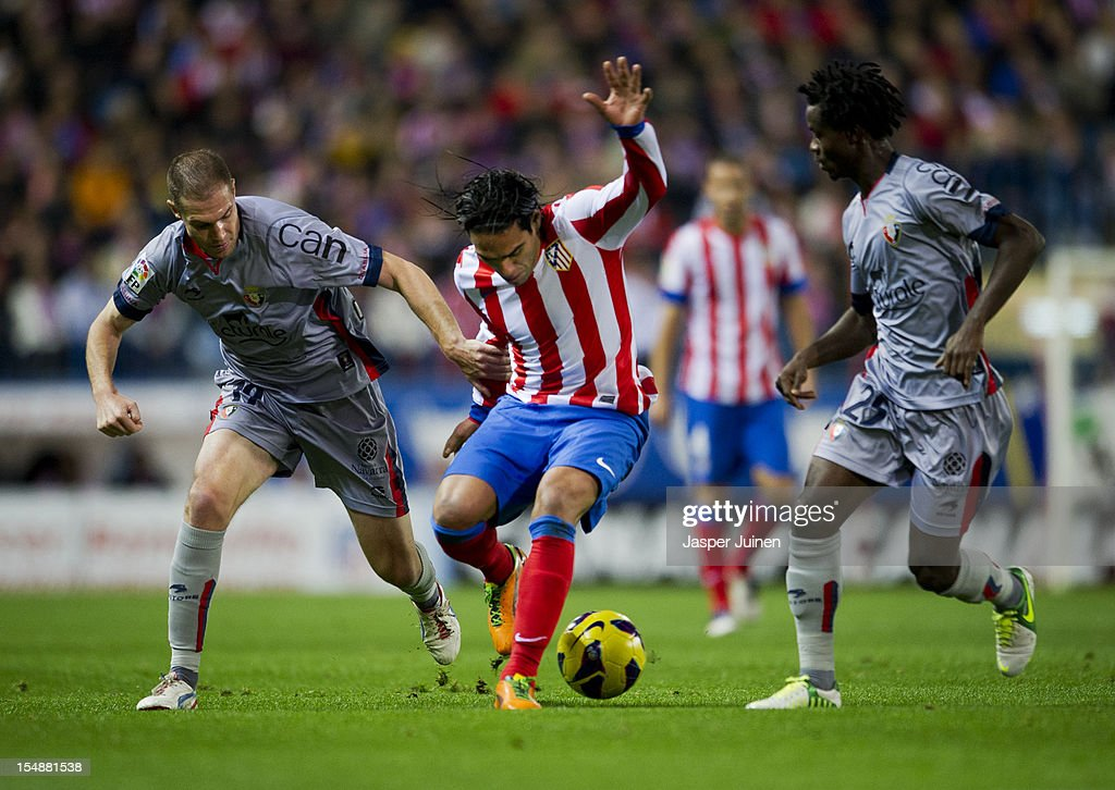 Falcao (C) of Club Atletico de Madrid duels for the ball with Fernando Da Silva (L) and <a gi-track='captionPersonalityLinkClicked' href=/galleries/search?phrase=Anthony+Annan&family=editorial&specificpeople=646720 ng-click='$event.stopPropagation()'>Anthony Annan</a> of Osasuna during the La Liga match between Club Atletico de Madrid and CA Osasuna at the Vicente Calderon Stadium on October 28, 2012 in Madrid, Spain.