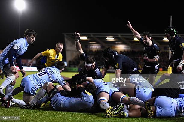 Falcons players celebrate forward Rob Vickers try during the Aviva Premiership match between Newcastle Falcons and Worcester Warriors at Kingston...