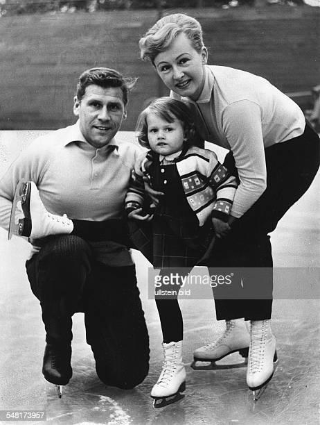 Falk Ria und Paul * * Eiskunstlaeufer D Olympiasieger 1952 Weltmeister 1951/1952 Europameister 1951/1952 Deutsche Meister 194752 mit Tochter Claudia...