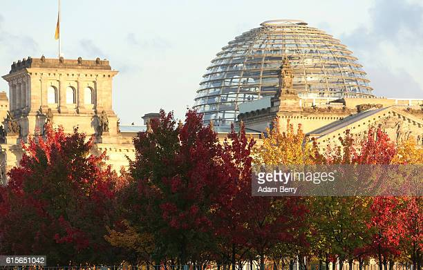 Fall foliage is seen outside of the Reichstag seat of the German federal parliament the Bundestag on October 19 2016 in Berlin Germany Berlin is...