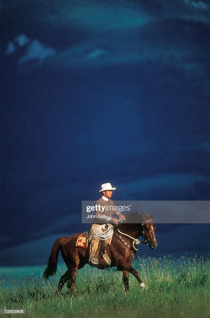 Famed horse trainer Buck Brannaman strolls with his horse during the filming of 'The Horse Whisperer' in 1997.