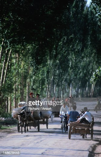 Families travelling by cart.