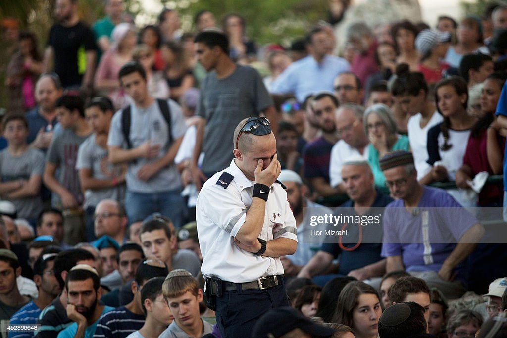 Family and friends of Israeli soldier Barkai Yishai Shor mourn during his funeral on July 29, 2014 in Jerusalem, Israel. Shor was one of five soldiers killed by Hamas militants in an attempted infiltration into Israel Juley 28, via a cross-border tunnel from Gaza. Operation Protective Edge entered its 22nd day on July 29, as Israeli ground forces continued their incursion into Gaza after the government rejected a cease-fire draft proposed by U.S. Secretary of State John Kerry over the weekend.