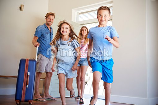 Family Arriving At Summer Vacation Rental : Stock Photo
