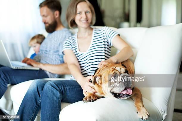 Familia en su casa