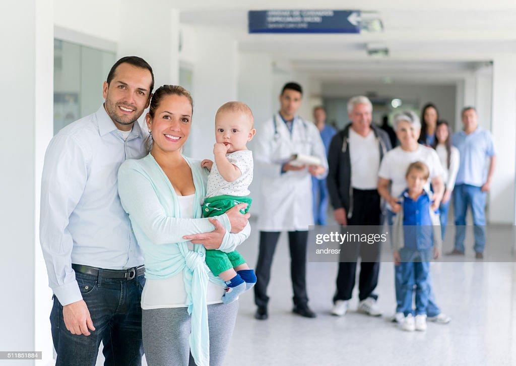 Family at the hospital : Stockfoto