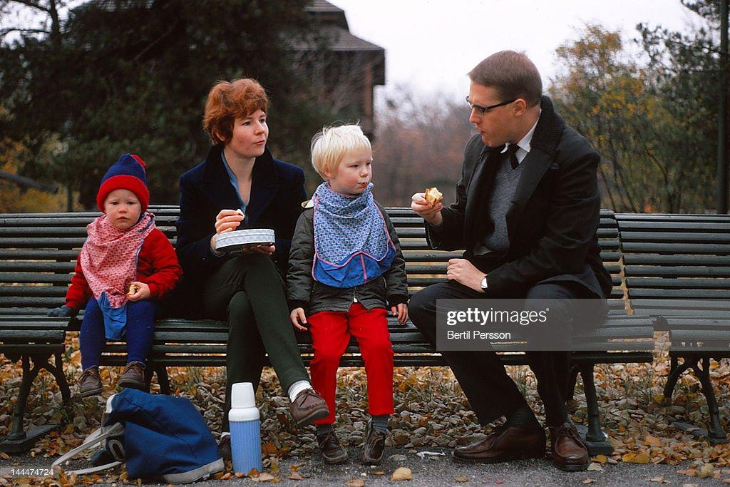 Family autumn picnic on park bench : Stock Photo