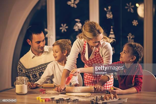 Família Fazer Doces de Natal de'cookies'