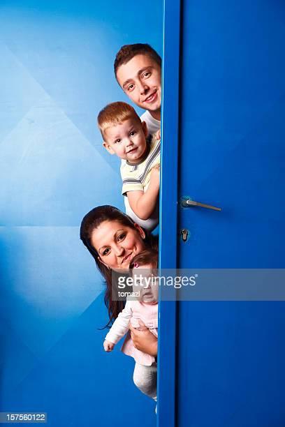 ファミリー behing のドア