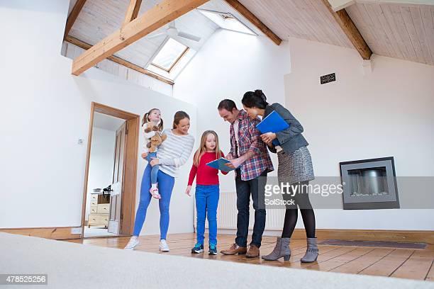 Famille être présenté un nouveau chez-vous