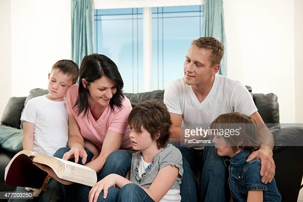 Família Bíblia estudo