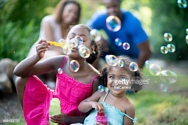 Familie Blowing Bubbles