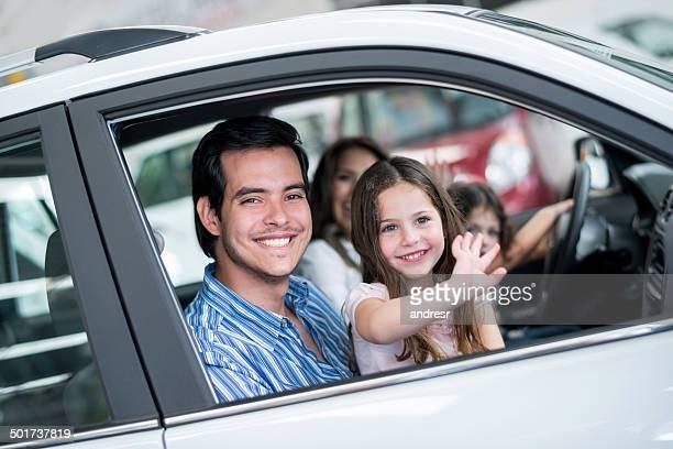Familie ein Auto kaufen
