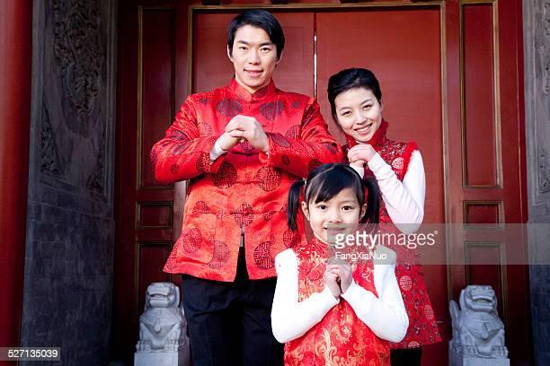 Familie feiert chinesischen Neujahrsfest