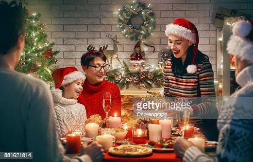 Familie feiert Weihnachten. : Stock-Foto