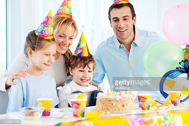 Familie feiern Geburtstag.
