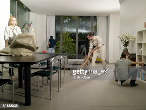 Family cleaning house : Stock Photo