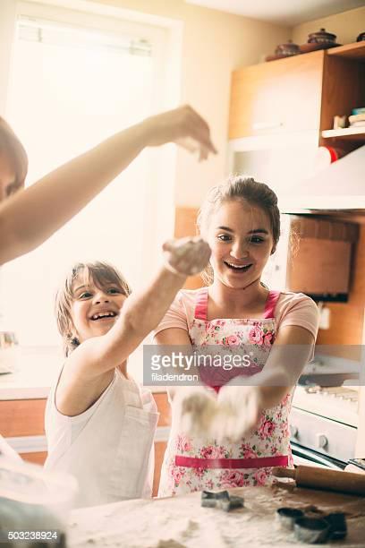 Familie kochen zusammen am Morgen