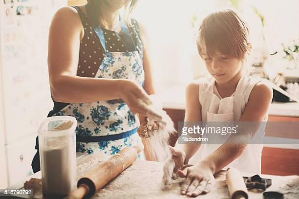 Famille cuisiner ensemble dans la matinée