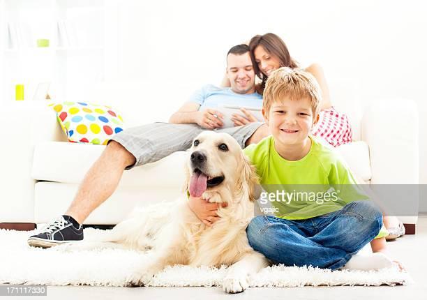 Família desfrutar em casa.