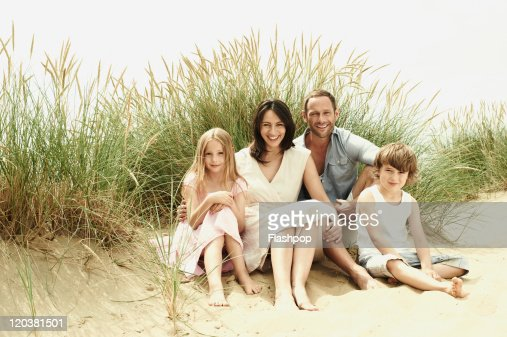 Family enjoying day out at the beach : Stock-Foto