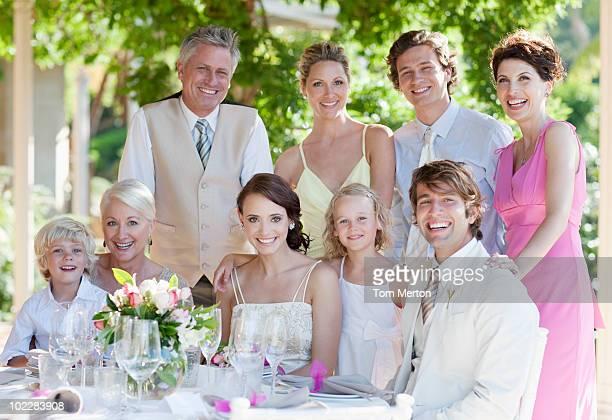 Família desfrutar de Recepção de Casamento