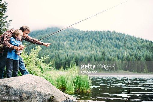 Família viagem de pesca