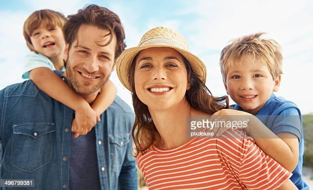 Família divertida a hora do sol