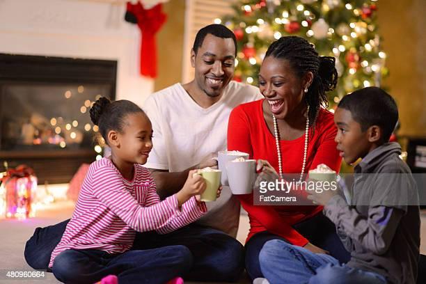 Familie zusammen an Heiligabend