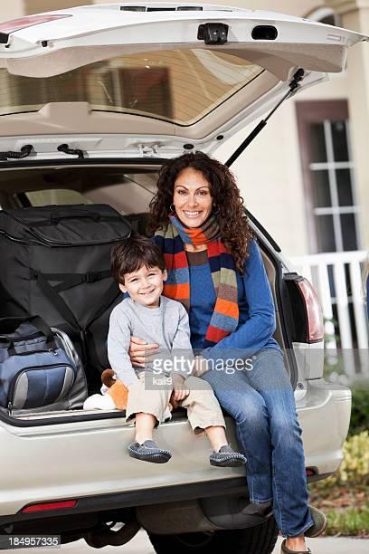 Familie gehen auf road trip