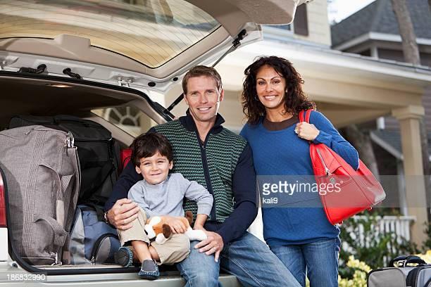 Familia va en viaje por carretera