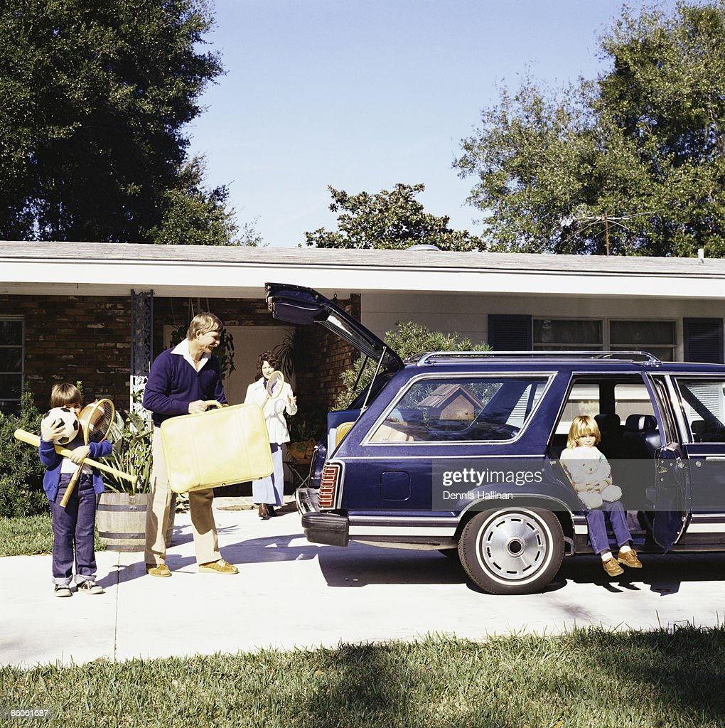 Family going on vacation loading station wagon : Stock Photo